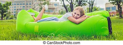 reposer, femme, bannière, format, sofa, jeune, long, air, park.
