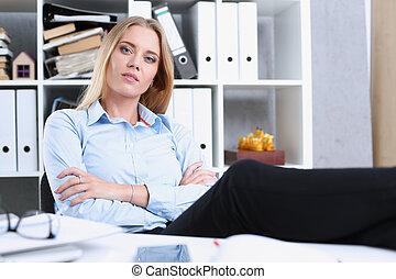 reposer, femme, bureau, business, après