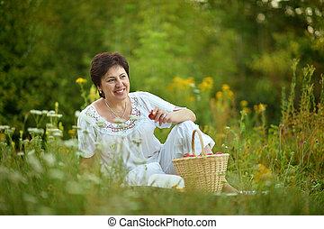 reposer, femme, herbe, heureux, aîné
