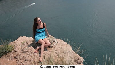 reposer, femme, jeune, falaise