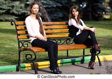 reposer, femme, parc, jeune, banc