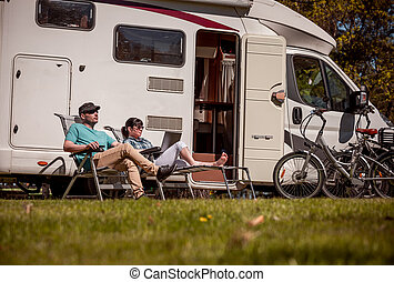reposer, femme, vacances, famille, motorhome, vacation., voiture, nature., voyage vacances, motorhomes, caravane, camping car, voyage, homme