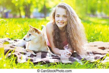reposer, girl, herbe, chien, heureux