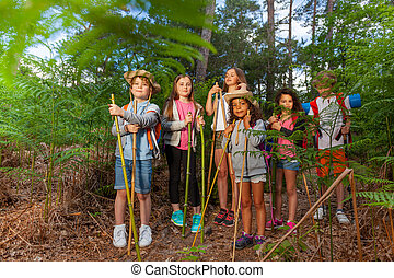 reposer, gosses, groupe, randonnée, forêt, pendant, stand