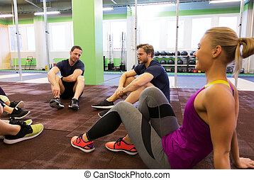 reposer, gymnase, amis, groupe, heureux