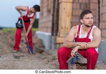 reposer, ouvrier construction, fatigué