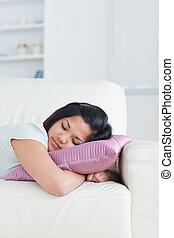 reposer, tête, femme, elle, divan, oreiller
