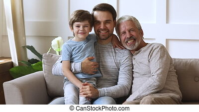 reposer, trois, couch., générations, famille, mâle, sourire...