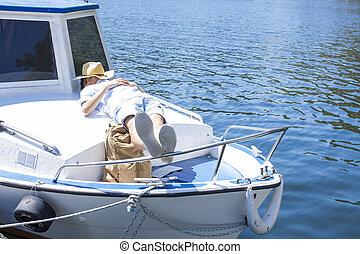 reposer, vacances été, dormir, yacht, ou, homme