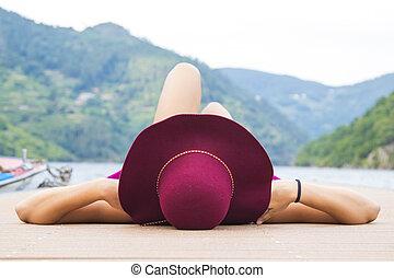 reposer, vacances été, jetée, girl, chapeau, coucher soleil