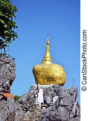 Reproduce Kyaiktiyo Pagoda