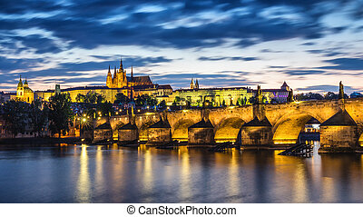 repubblica ceca, praga, panorama, con, storico, ponte charles, e, fiume vltava