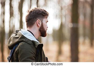 reputacja, brodaty człowiek, las, przystojny