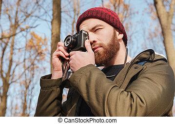 reputacja, brodaty, forest., aparat fotograficzny, używając, człowiek