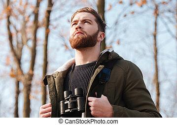 reputacja, brodaty, młody, las, field-glass, poważny, człowiek