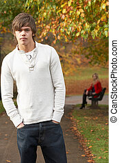 reputacja, chłopiec, teenage, samicza figura, park ława, jesień, tło
