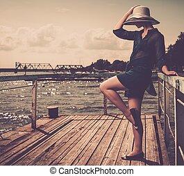 reputacja, kobieta, stary, drewniany, kapelusz, szykowny, biały, molo