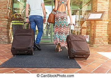 reputacja, korytarz, walizki, para, hotel, na, młode ...