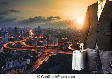 reputacja, miasto, aktówka, handlowy, bagaż, słońce, ekspres, metal, przeciw, ręka, powstanie, droga, kapitał, człowiek, niebo