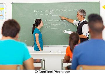 reputacja, spoinowanie, nauczyciel, chalkboard, student, przód, senior, klasa