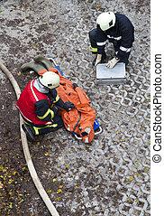rescate, equipo, proporcionar, primeros auxilios
