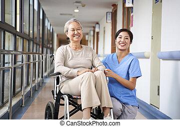 residente, caregiver, retrato, lar feliz, amamentação