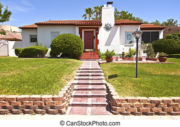 Residential home in Boulder city Nevada. - A manicured...