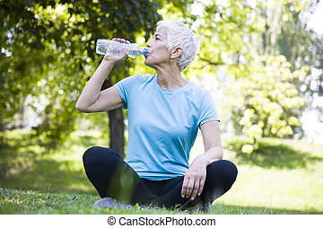 resing, 女, 試し, 後で, 公園, 水, シニア, 飲むこと