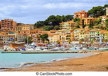 Resort town Port Soller, Mediterranean Sea, Mallorca, Spain