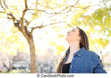 respirar, relaxado, parque, ar, mulher, fresco