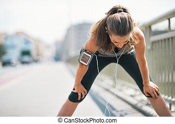 respirer, femme, fatigué, jeune, attraper, fitness, portrait