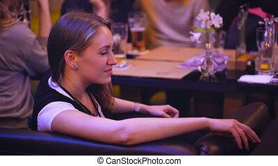restauracja, spędzając, friends., nightclub, czas, dziewczyna, ładny