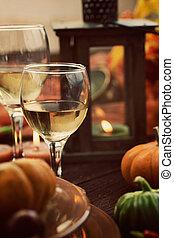 Restaurant autumn place setting - Restaurant autumn table...
