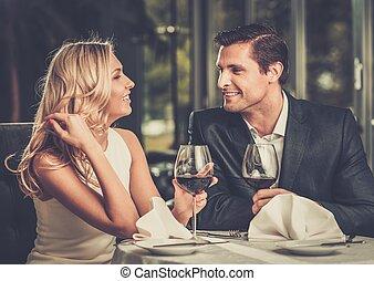 restaurant, couple, gai, lunettes, vin rouge