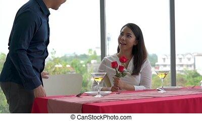 restaurant, couple, romantique, heureux, déjeuner, manger