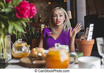 restaurant, verticaal, vrouw, mooi