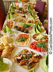 restaurante, largo, tabla, servido, con, comida de refrigerio