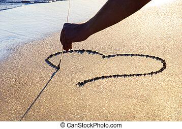 resumen corazón, en, mojado, brillantez, arena