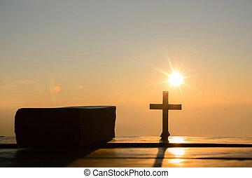 resurrección, de, jesucristo, concept:, silueta, cruz, con, biblia, en, colina, salida del sol, plano de fondo