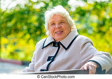 retraité, séance, garez banc, portrait, heureux