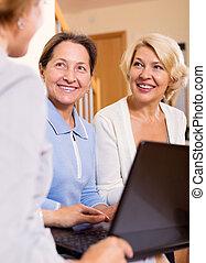 retraités, agent, assurance, femme