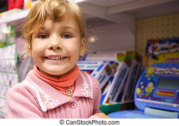retrato, a, el, niña, contra, un, show-window, de, juguetes