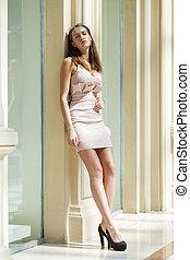 retrato, cheio, jovem, comprimento, mulher, bonito