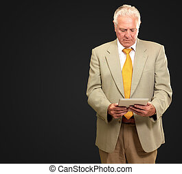 retrato, computador portatil, 3º edad, trabajando, hombre