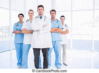 retrato, confiado, doctors, grupo, serio