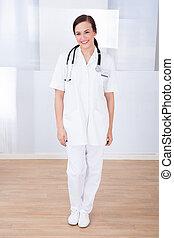 retrato, confiante, médico feminino
