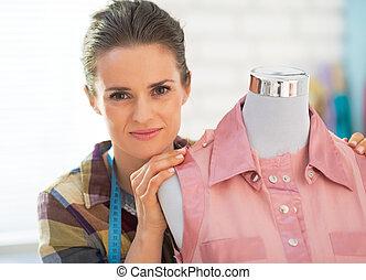 retrato, costurera, maniquí