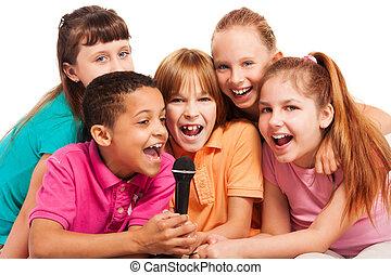 retrato, crianças, cantando, junto