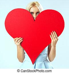 retrato, de, a, mulher, com, um, coração vermelho