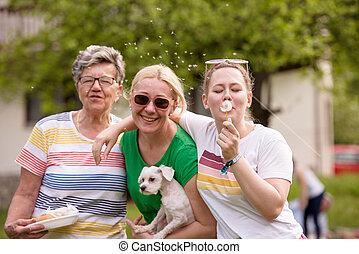 retrato, de, abuela, con, hija, y, nieta